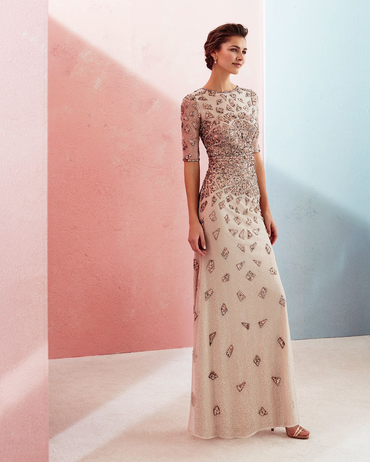 Long beaded cocktail dress with three-quarter sleeves and low back. Available in pink and beige. 2018 MARFIL BARCELONA Collection.