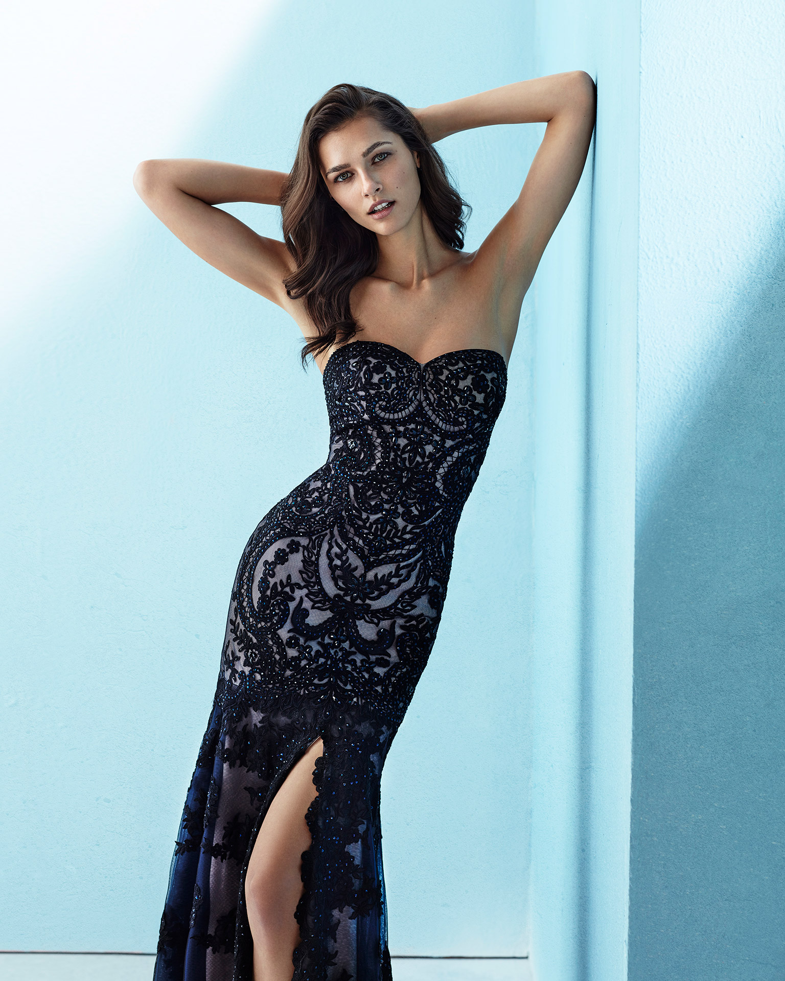 Long beaded lace cocktail dress with shawl, strapless neckline and slit side. Available in black/navy blue/nude. 2018 MARFIL BARCELONA Collection.