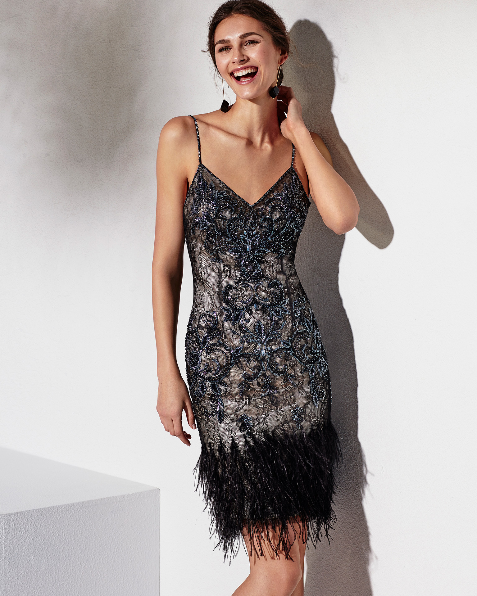 Short beaded lace cocktail dress with shawl, V-neckline and shoulder straps. Available in black/nude, black/red and cobalt/pink. 2018 MARFIL BARCELONA Collection.