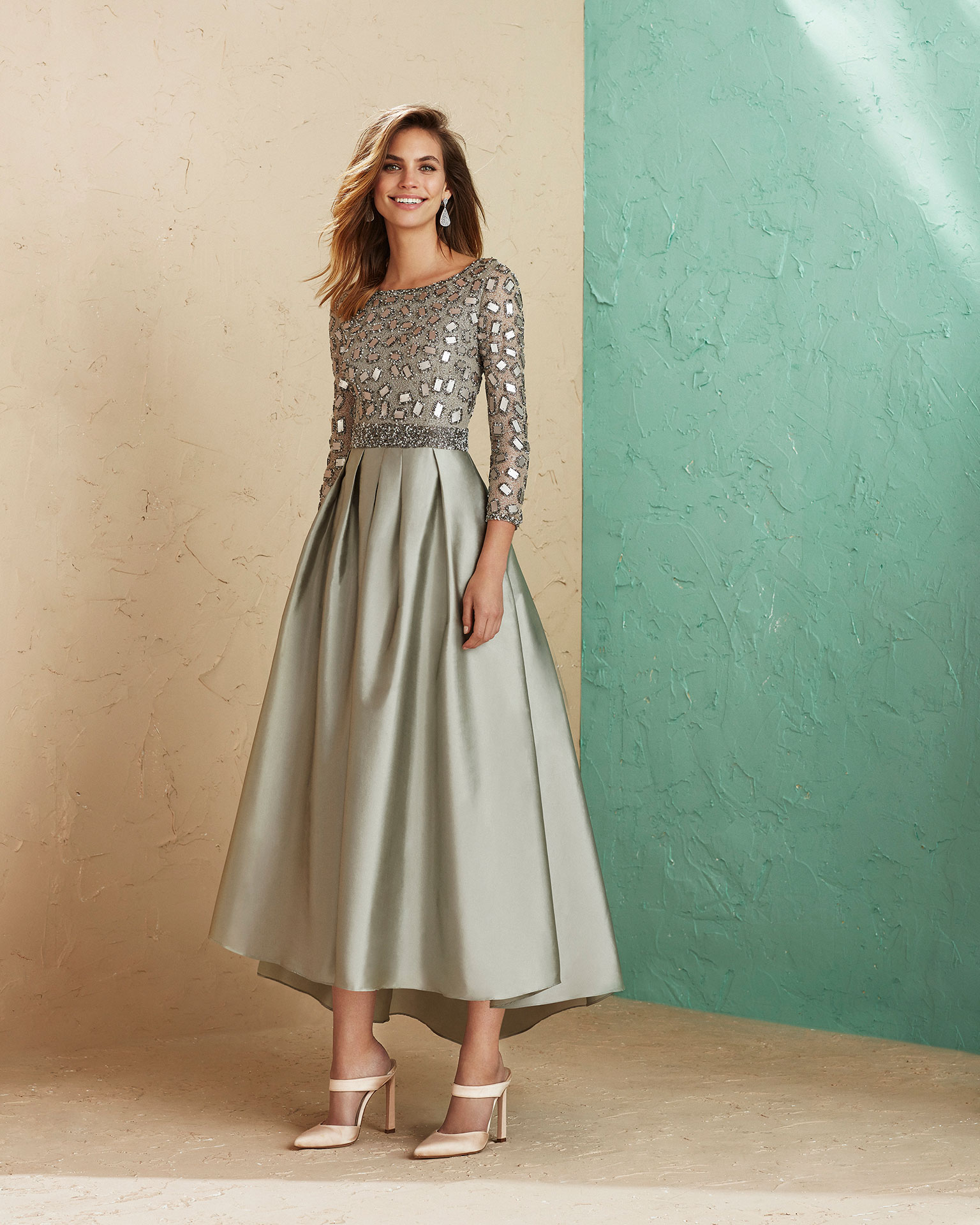 Beaded taffeta cocktail dress. With bateau neckline and three-quarter sleeves. High-low skirt. 2019 MARFIL BARCELONA Collection.