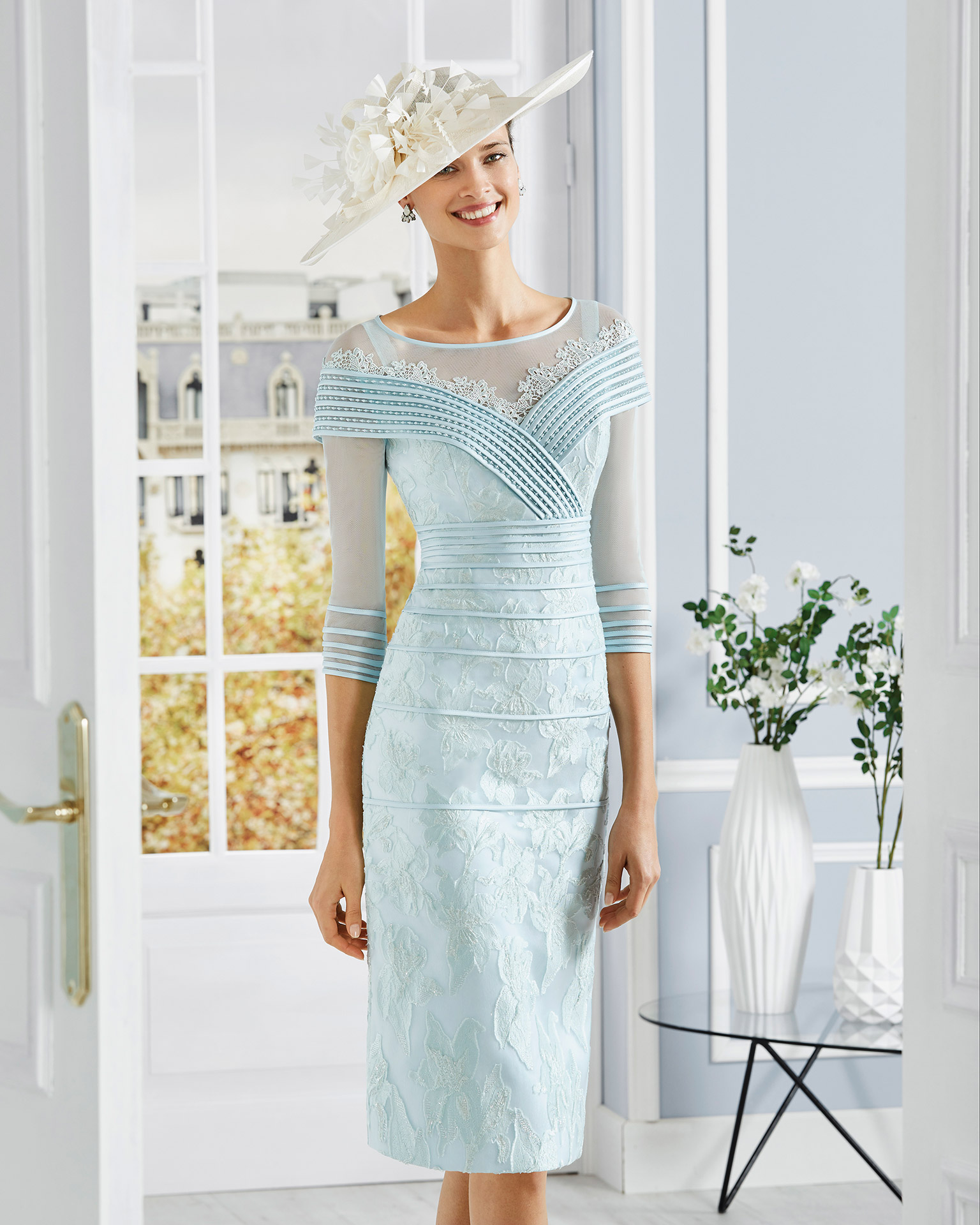 Short organza cocktail dress with beaded bodice. Round neckline with three-quarter sleeves. 2020 COUTURE CLUB Collection.