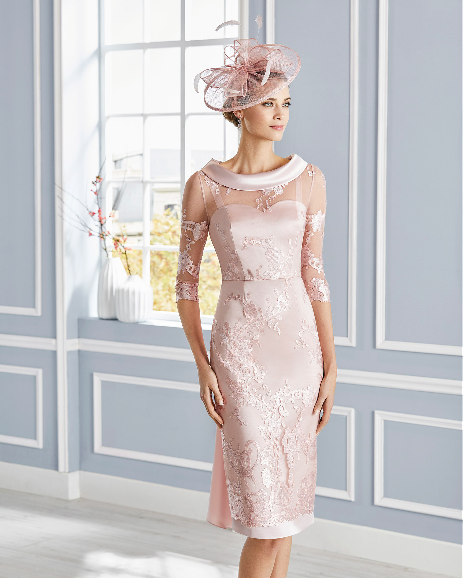 Short lace cocktail dress. Round neckline with three-quarter sleeves. Bow at the back. 2020 COUTURE CLUB Collection.