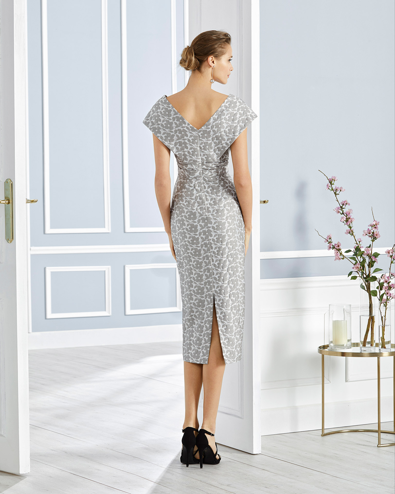Short brocade cocktail dress. V-neckline and back with sash. With brocade jacket. 2020 COUTURE CLUB Collection.