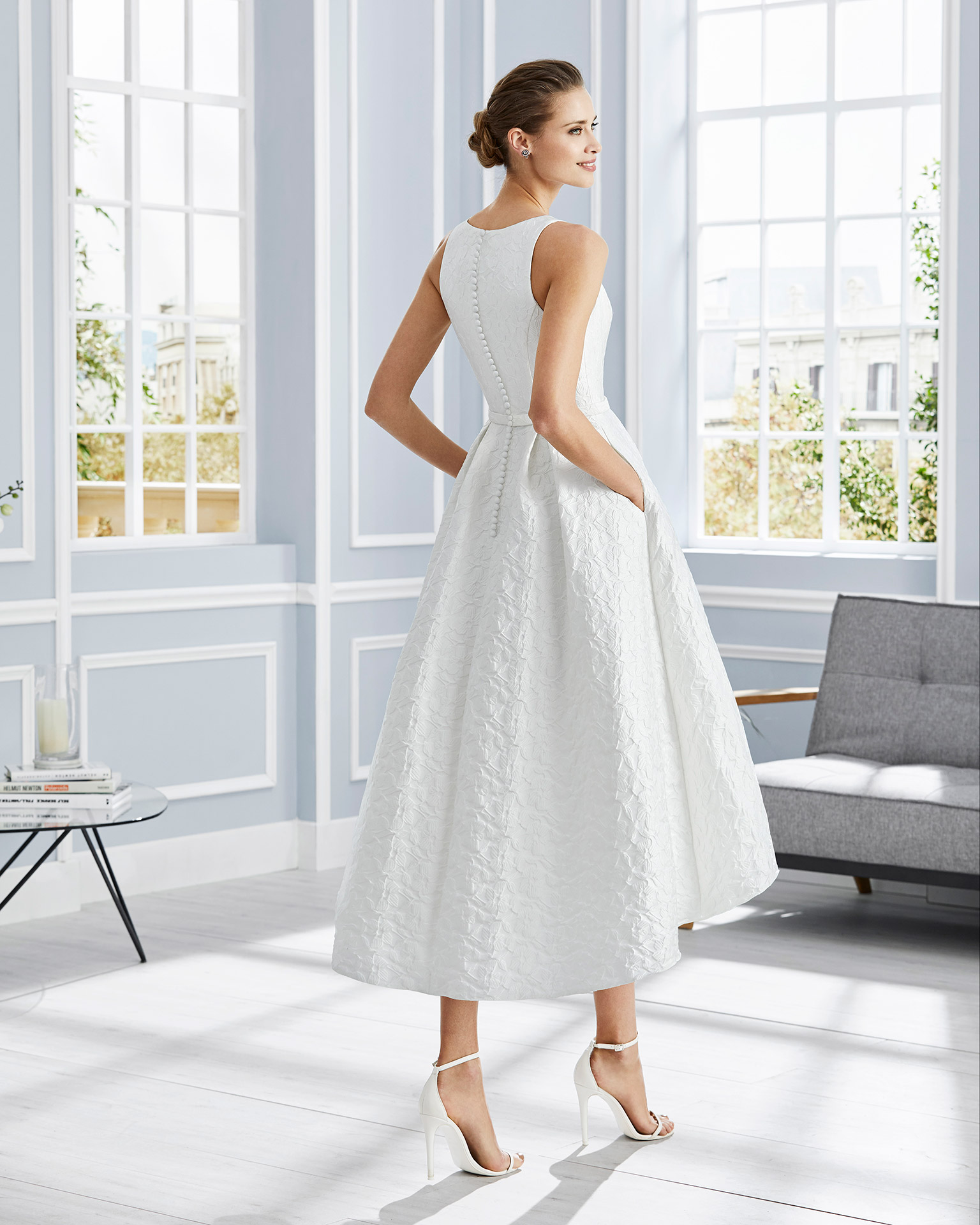 Short brocade cocktail dress. Round neckline with a bow at the waist. With brocade jacket. 2020 COUTURE CLUB Collection.