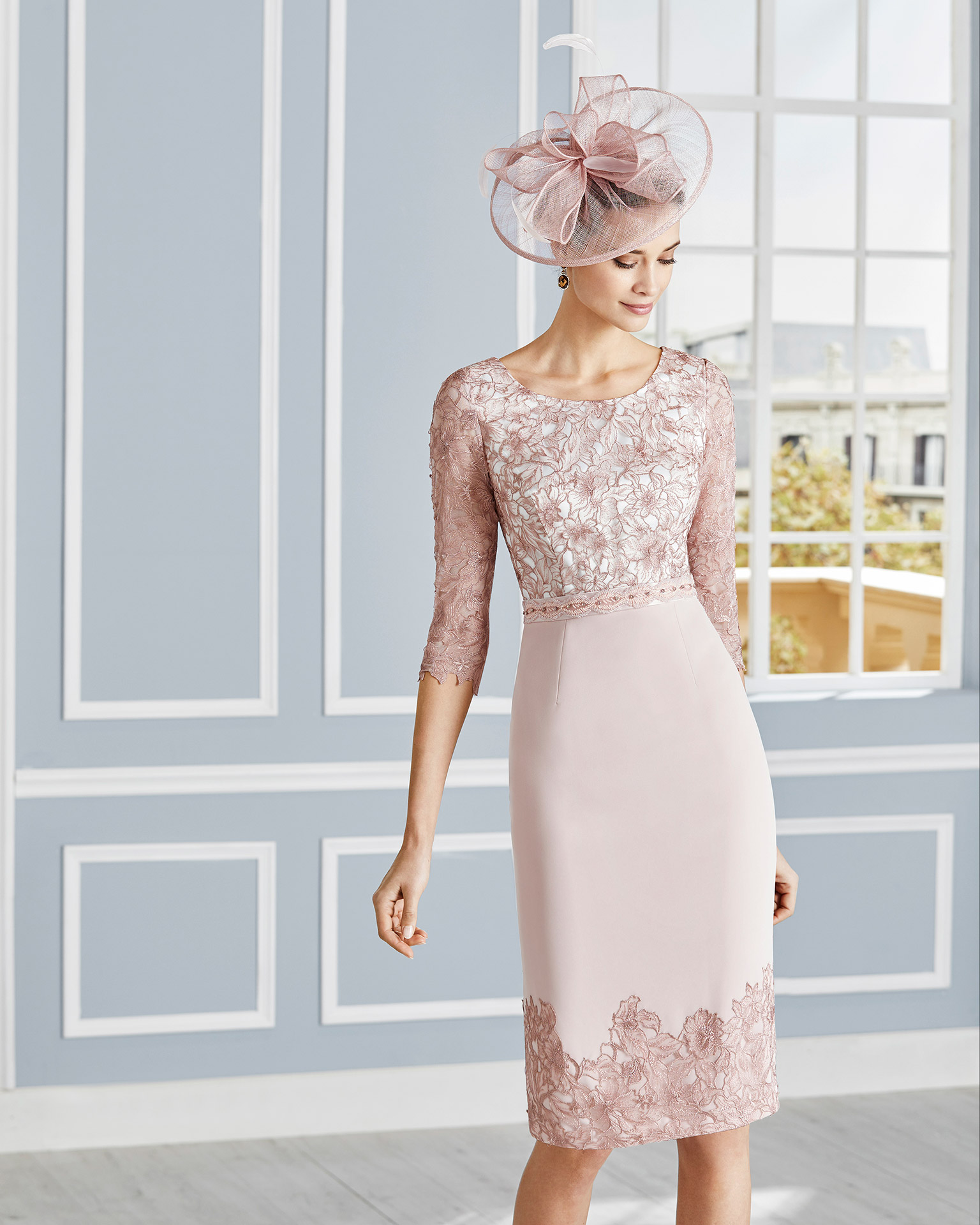 Short lace cocktail dress with beading at the waist. Bateau neckline with long sleeves. With jacket in crepe sateen with lace. 2020 COUTURE CLUB Collection.