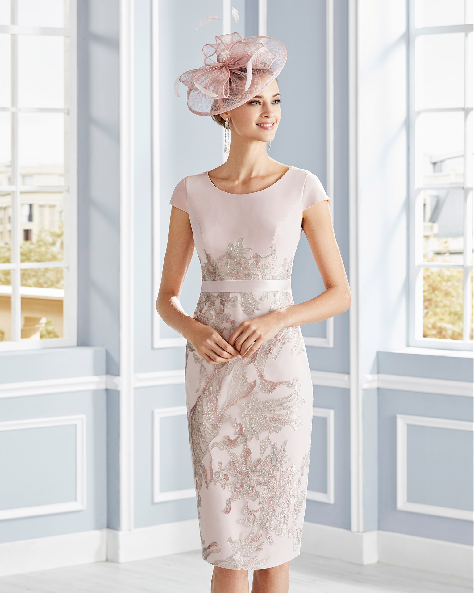 Short lace cocktail dress. Round neckline with short sleeves and sash. With long jacket in lace. 2020 COUTURE CLUB Collection.
