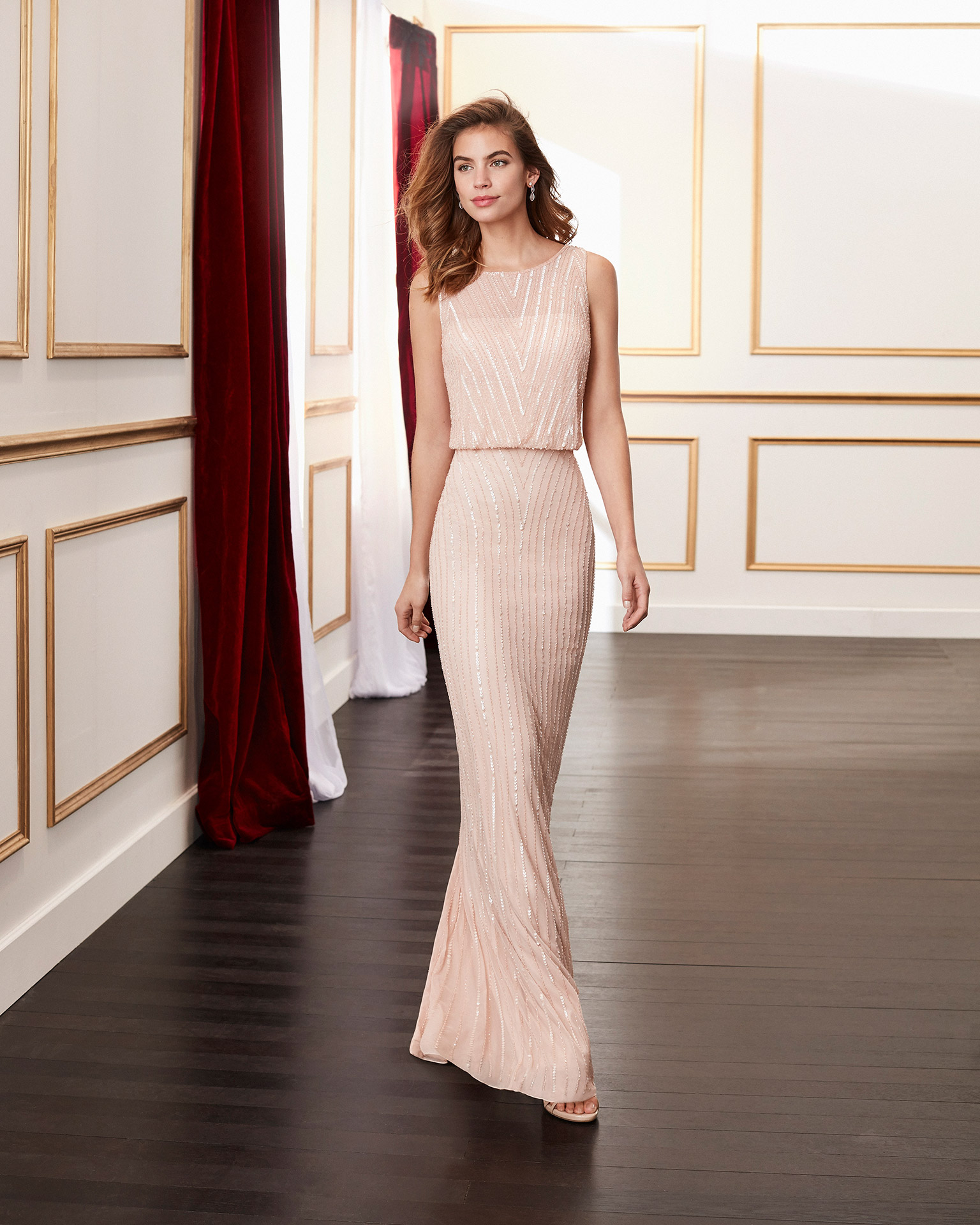 Beaded cocktail dress. Bateau neckline with V-back. With shawl. 2020 MARFIL BARCELONA Collection.