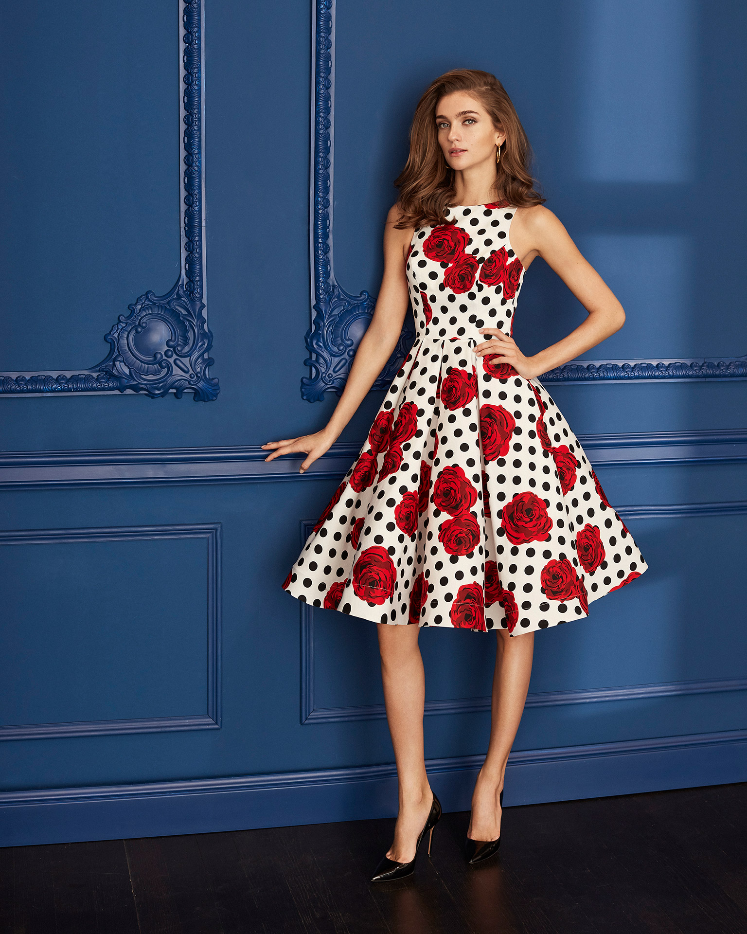 Print cocktail dress. Bateau neckline with box pleat skirt. 2020 MARFIL BARCELONA Collection.
