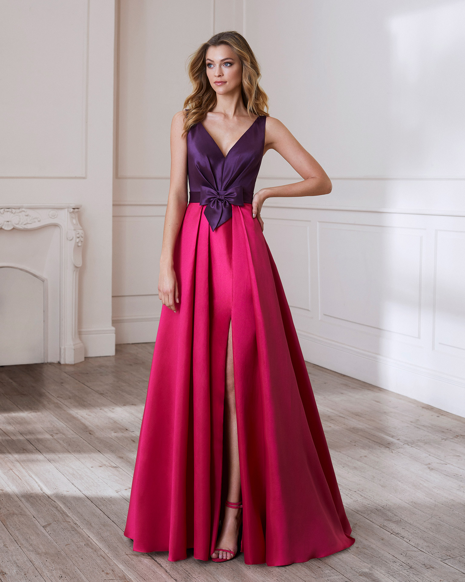 Print cocktail dress. V-neckline with bow at the waist. 2020 MARFIL BARCELONA Collection.