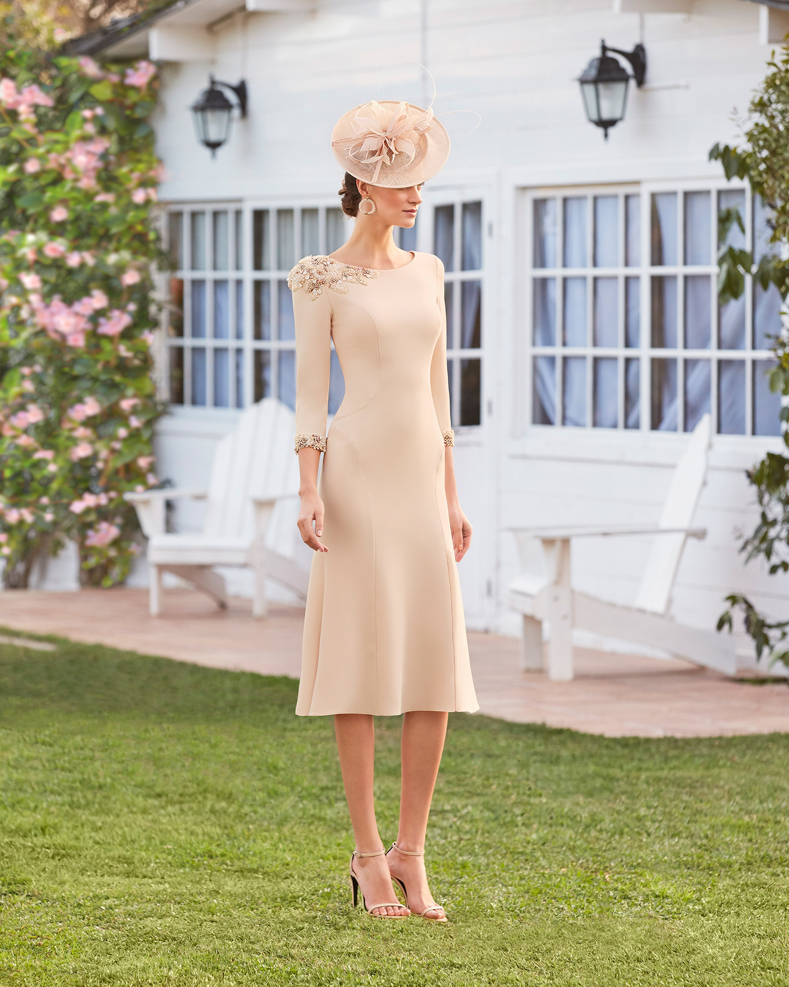 Cocktail dress in beaded crepe. Round neckline, french sleeves. 2021 COUTURE CLUB Collection.