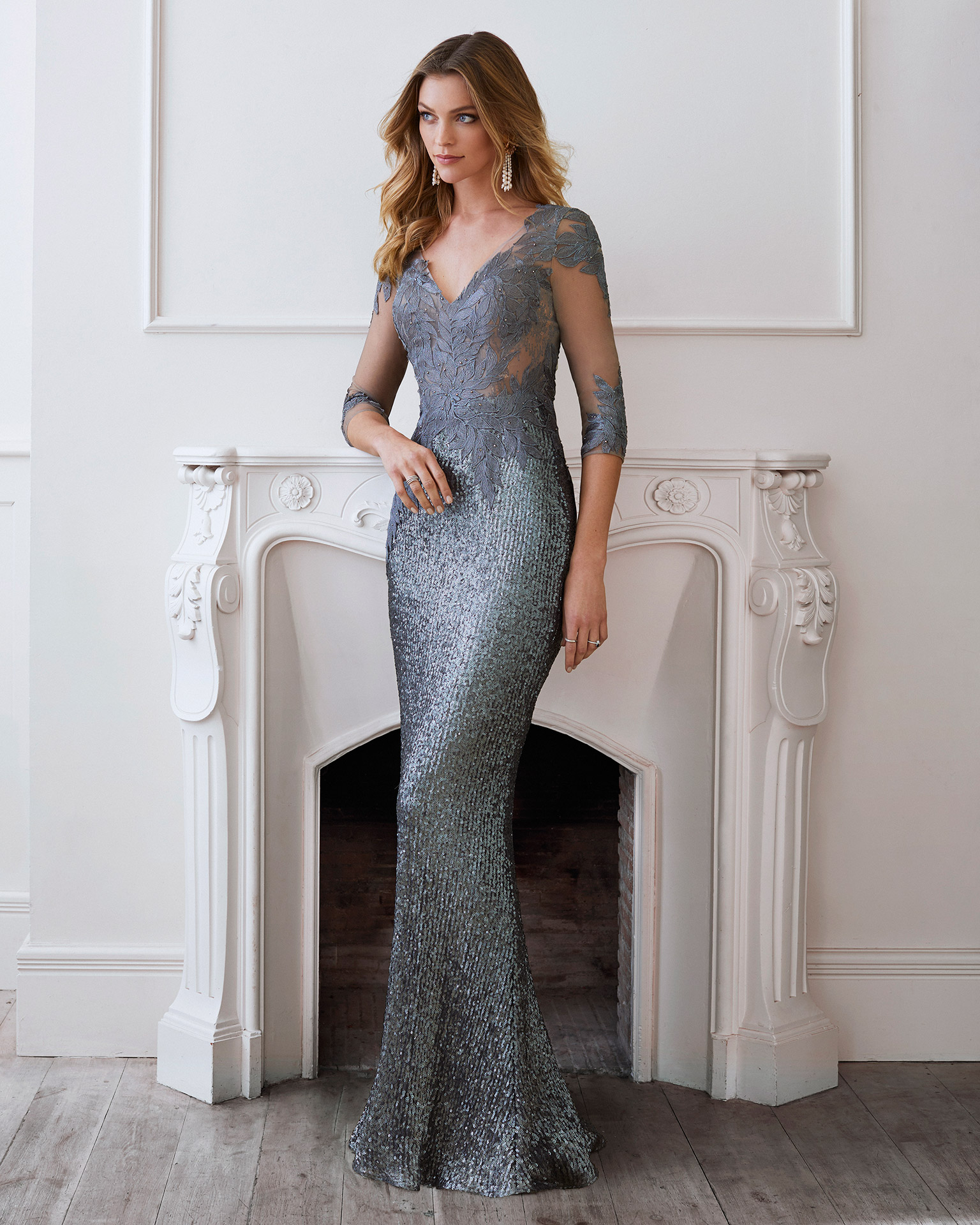 Cocktail dress in embroidered tulle with sequins and bodice in tulle and beaded lace. V-neckline and closed back with opening in centre. Three-quarter sleeves with lace and beading. 2021 MARFIL BARCELONA Collection.