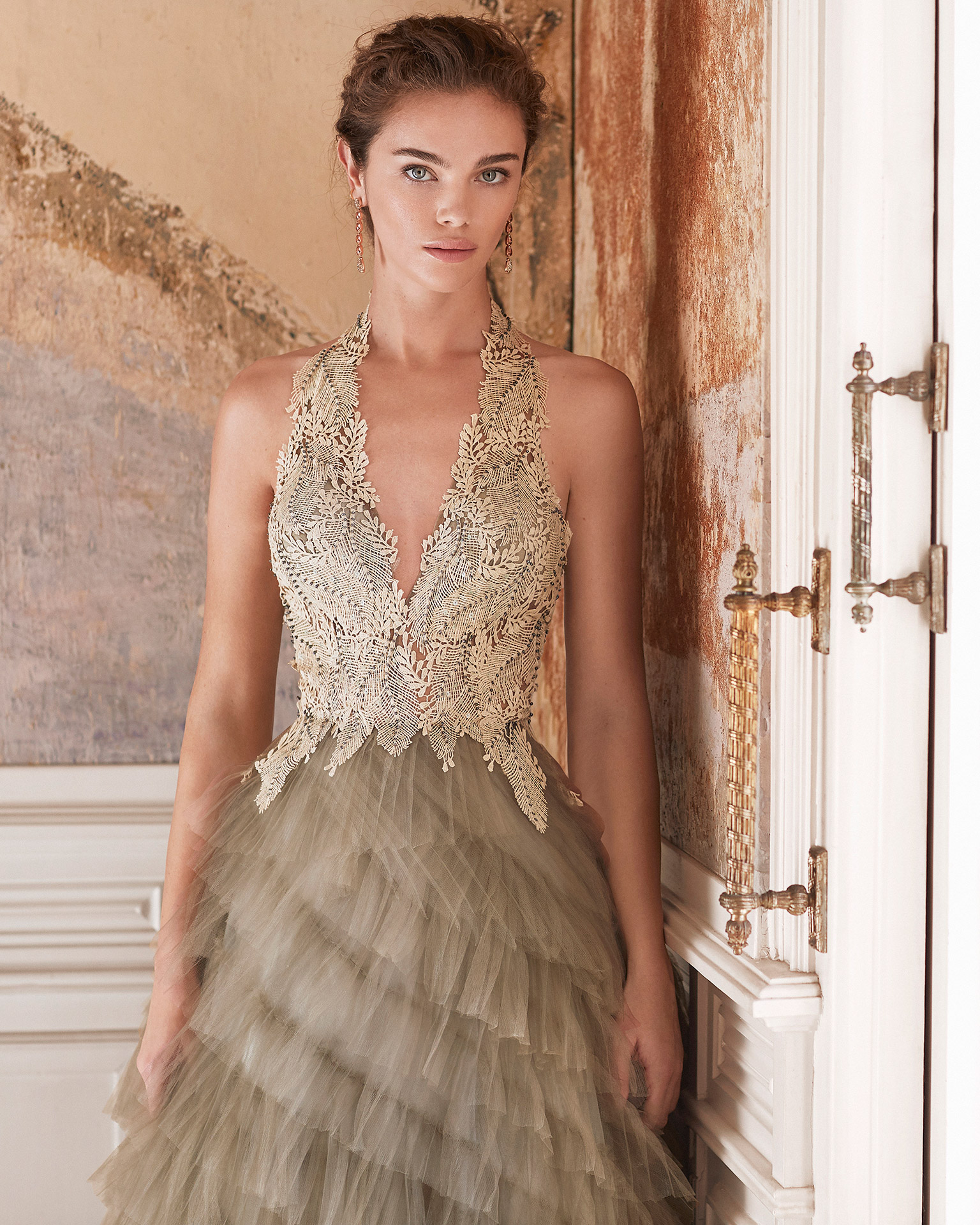 Cocktail dress in tulle with lace bodice. Deep-plunge V-neckline and low back. With shawl. 2021 MARFIL BARCELONA Collection.